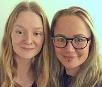 – Bankkunder är vana att göra det mesta med banken digitalt. Vi siktar mot att fastighetsägaren gör mer själv även med avloppshandläggningen, säger Karolina Röstlund, miljöinspektör i Norrtälje kommun (t v). Här med inspektörskollegan Matilda Ullström.